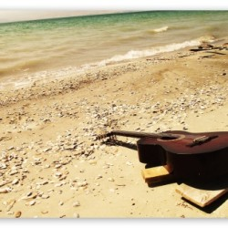 guitar_on_the_beach-t2